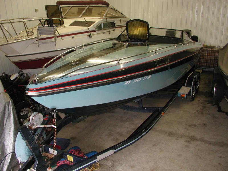 1985 Checkmate Convincor 25 Outboard located in Minnesota for sale