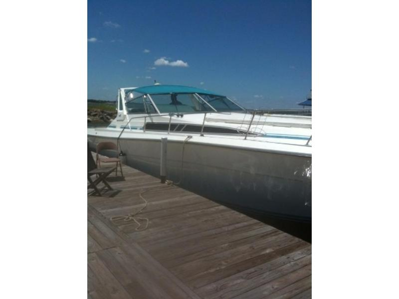 1989 Sea Ray 390 Express Cruiser located in Texas for sale